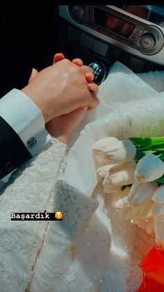 Wedding Couple Poses Photography, Couple Photoshoot Poses, Cute Muslim Couples, Cute Couples Goals, Pre Wedding Poses, Wedding Couples, Applis Photo, Islamic Girl, Insta Photo Ideas