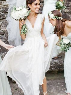 A new season means new style! Its time to ditch those sleeves and embrace the light airy textures of summer! For this summer& wedding dress trends check out our post! Source The post Summer Wedding Dress Trends appeared first on Wedding Dresses. Wedding Dress Chiffon, Wedding Dresses 2018, Wedding Dress Trends, Perfect Wedding Dress, Long Bridesmaid Dresses, Cheap Wedding Dress, Chiffon Dresses, Short Sleeved Wedding Dress, Wedding Dress Country