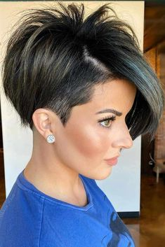 There are so many cute short hair cuts in the modern fashion world! Are you ready to face the versatile, popular haircuts of now? Youthful pixies for women of certain age, shoulder length bobs for teens, ideas with bangs and lots of inspo-pics are here! Pixie Haircut Styles, Pixie Haircut For Thick Hair, Haircut Styles For Women, Short Pixie Haircuts, Cute Hairstyles For Short Hair, Short Hair Styles, Color For Short Hair, Cute Short Hair, Short Asymmetrical Hairstyles