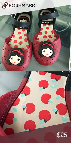 Snow White jelly sandal Super cute but is not mini Melissa just look a like fits size 10 Mini Melissa Shoes Sandals & Flip Flops
