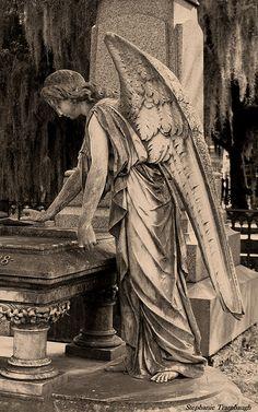 Angel / Angels - Bonaventure Cemetery, Savannah, Georgia