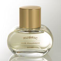 RUBRIC(ルブリック)は、完全受注生産による特別感・上質感で、量販店の人気ランキングに並ぶ大量生産品には出せない付加価値を提供します。