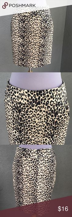 """Leopard Animal Print Skirt w/Pockets size L Forever 21 cute leopard, cheetah, animal print skirt - 20"""" from waist band top to skirt bottom hemline. Laying flat 19"""" hips, 15.5"""" waist. Cute button appointments on the waist and a """"hidden"""" zip back. Side slit pockets make this skirt completely awesome! Forever 21 Skirts"""