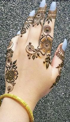 5 Simple and classy Henna mehndi design Basic Mehndi Designs, Henna Tattoo Designs Simple, Mehndi Designs Feet, Finger Henna Designs, Beginner Henna Designs, Henna Art Designs, Mehndi Designs For Girls, Dulhan Mehndi Designs, Mehndi Design Pictures