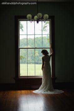 Beautiful bridal session at Hightower Hall - Historic Brattonsville. Alisha Rudd Photography - www.alisharuddphotography.com - #bridal #wedding #weddingdress #hightowerhall #brattonsville #bridalsession