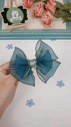 Diy Ribbon, Ribbon Crafts, Ribbon Bows, Ribbon Flower Tutorial, Ribbons, How To Make Bows, How To Make Tiara, Diy Crafts For Gifts, Diy Hair Bows