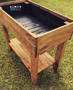 Macetero elevado para huerta orgánica y/o aromáticas fabricado en madera reciclada de pallet. Ideal para hacer tu huerta en tu balcón o en tu patio sino tené...