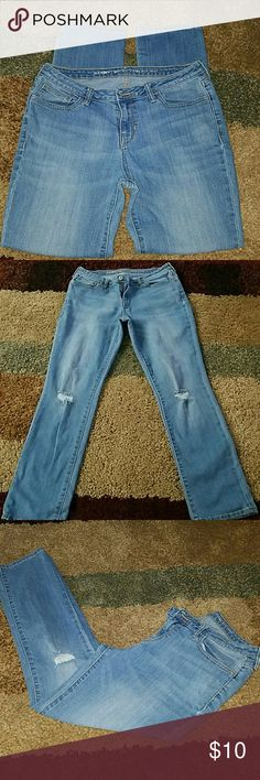 Old Navy boyfriend straight jeans In excellent condition. Light denim color.  Size 8 regular Old Navy Jeans Straight Leg