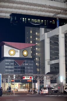 Also the Chiba Urban Monorail drives right by what I hope is a giant robot owl!