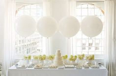 How to Use Giant Balloons in Your Wedding Decorations | Bickiboo Party Supplies