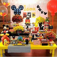 Créditos: @Claytonflores16 Ideias para Festa Mickey Mouse Fiesta Mickey Mouse, Mickey Y Minnie, Minnie Mouse, Mickey Party, Mickey Mouse And Friends, Disney Mickey, Mickey 1st Birthdays, Halloween Birthday, Mickey Mouse Birthday