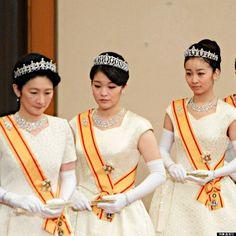 新年祝賀の儀」に臨まれる女性皇族方=1日午前、皇居・宮殿松の間