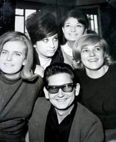 theswinginsixties: Roy Orbison and friends. Popular Bands, Popular Music, 60s Music, Music Love, Rock N Roll Music, Rock And Roll, Travelling Wilburys, American Bandstand, Roy Orbison