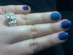 Anel Duplo com Meia Aliança e Solitário e esmalte azul royal lindo!