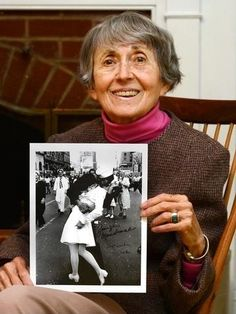 Greta Friedman, the nurse in the WW2 iconic photo, died Sep 8th at the age of 92.