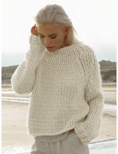Chunky Knitting Patterns, Hand Knitting, Winter Sweaters, Sweaters For Women, Women's Sweaters, Sweater Weather, Knit Fashion, Curvy Fashion, Fall Fashion