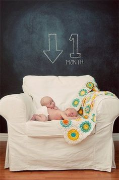 I Heart Pears: 15 Awesome Ideas for Monthly Baby Photos. Just sayin;)