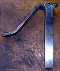Blacksmiths Third Hand - Homemade blacksmith's third hand constructed from bar stock. Metal Worx, Forging Tools, Blacksmith Forge, Homemade Tools, Diy Tools, Blacksmith Projects, Metal Tools, Metal Shop, Shop Layout
