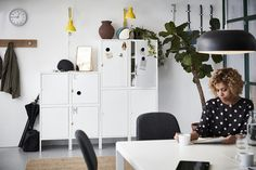 Aproveitem as manhãs mais lentas para prolongar os pequenos-almoços. Ikea Portugal, Persona, Ikea Home, White Doors