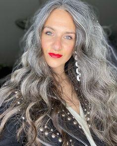 Grey Hair Don't Care, Long Gray Hair, Grey Hair Styles For Women, Long Hair Styles, Grey Hair Model, Grey Hair Transformation, Silver White Hair, Grey Hair Inspiration, Gray Hair Highlights