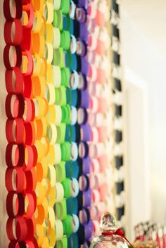 DIY paper rainbow backdrop, great idea for a cool photo backdrop at your next party Rainbow Birthday Party, Rainbow Theme, Birthday Parties, Rainbow Wall, Rainbow Bunting, Rainbow Colors, Diy Backdrop, Photo Booth Backdrop, Photo Booths