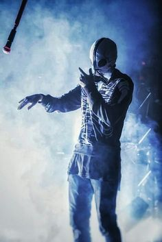 twenty one pilots - Tyler Joseph Pink Floyd, Emo, Skeleton Hoodie, Twenty One Pilots Wallpaper, Rasengan Vs Chidori, Joshua William Dun, Tyler Joseph Josh Dun, Staying Alive, My Favorite Music