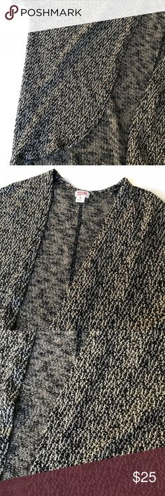 🆕 Listing - Dolman sleeve cardigan ❌No trades  - ❌ ALL sales are final 💗Be courteous no low balls 💌Reasonable offers accepted 📦 Ships out same day or next - depending what time of day you ordered ⬇️Have a question? Leave a comment 😀  Product Info📝 🔗Color: Black, Brown  🔗Style: Open front cardigan  🔗Size: Medium Merona Sweaters Cardigans
