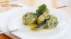 Ricotta & spinach gnudi with sage butter. These little creamy balls of goodness are perfect for a nice meal at home, whether as the main course or as a starter Home Recipes, Fall Recipes, Sage Butter, Food Menu Design, Ginger Jars, Canapes, Fine Dining, Ricotta, Street Food
