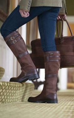 f0c40f2ae5d Couture Mode, Paardrijlaarzen, Mudroom, Mode Ideeën, Herfst Mode, Laarzen,  Herfst