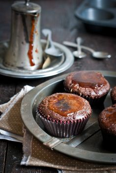 Chocolate muffins with spicy syrup Breakfast Pastries, Breakfast Muffins, Cupcake Cookies, Sugar Cookies, Cupcakes, Chocolate Muffins, Eat Dessert First, Sweet Bread, Coffee Cake