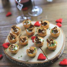 kanapeer med hjemmerørt gedeost og kantareller - perfekte til Valentinsdag, www.bydianawi.com