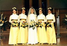 Avocado green a yellow was a popular color combo back in the late Vintage Wedding Photos, Vintage Bridal, Wedding Pics, Wedding Bride, Wedding Styles, Wedding Gowns, Vintage Weddings, Wedding Fun, Vintage Bridesmaid Dresses