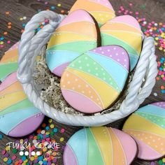 Easter egg cookies by Jill FCS No Egg Cookies, Iced Sugar Cookies, Galletas Cookies, Fancy Cookies, Easter Cookies, Holiday Cookies, Cupcake Cookies, Cupcakes, Easter Biscuits