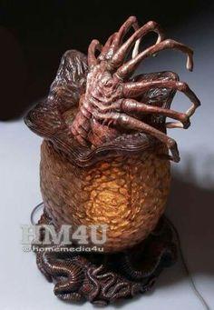 Alien Egg and Facehugger with Lamp Resin Statue Predator Helmet, Predator Alien, Aliens Movie, Aliens And Ufos, Alien Cake, Giger Art, Alien Tattoo, Surreal Artwork, Cool Monsters