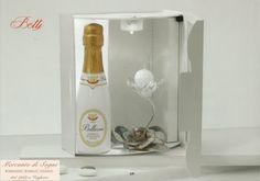 """https://mercantedisognivoghera.blogspot.it/2016/12/collezioni-dp-linea-botty-26-27-28-29.html   Collezioni D.P. """"BOTTY""""  Ceramica Capodimonte, cristallo e bottiglia vino bianco spumante - 26 - 27 - 28 - 29 -  FIOCCO PORTACANDELA  ROSA E FIORE MARGHERITA E FIORE ROSA E PORTACANDELA MARGHERITA E PORTACANDELA  Ceramica e Cristallo  CERAMICA CAPODIMONTE LUCIDA: TORTORA - BIANCO - PANNA - NUVOLA"""