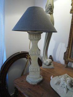 Lampe balustre patinée grise