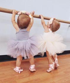 "39.5k Likes, 180 Comments - Taytum & Oakley Fisher (@taytumandoakley) on Instagram: ""Don't worry sis, I got your back ❤ #babylife #twinlife #babyootd #babybow #babygirl…"""