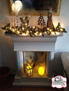 Camino realizzato in cartone in attesa di essere addobbata for Finto camino natalizio
