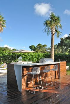 And having an outdoor bar in your backyard can satisfy it. If you are looking for the best one that suits your style, check out these 13 outdoor bar ideas. Modern Outdoor Kitchen, Outdoor Kitchen Bars, Outdoor Living, Outdoor Decor, Outdoor Ideas, Bar Outdoor, Outdoor Grill Station, Modern Patio, Outdoor Furniture