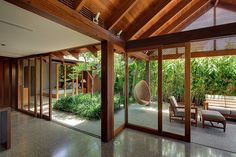 Courtyard garden by William Dangar Associates Exterior Design, Interior And Exterior, Outdoor Spaces, Outdoor Living, Indoor Outdoor, Internal Courtyard, Interior Garden, Japanese House, Tropical Houses