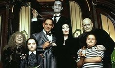 NerdiPop Halloween Countdown: Family-Friendly Scary movies: The Addams Family and The Addams Family Values & Costume Halloween, Non Scary Halloween Movies, Family Friendly Halloween Movies, Halloween Geist, Scary Films, Halloween Couples, Halloween Inspo, Halloween 2015, Funny Halloween