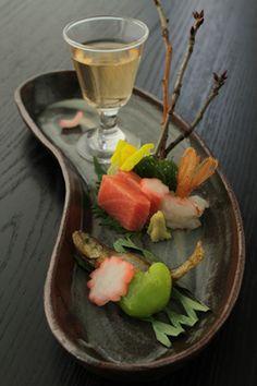 Japanese Bonzai Style Appetizer (Tuna and Shrimp Sashimi, Fried Small Fish, Green Bean and Radish)|日本料理