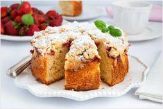 ciasto z truskawkami na kefirze Polish Recipes, Kefir, Banana Bread, Muffin, Breakfast, Food, Bakken, Morning Coffee, Polish Food Recipes