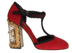 Dolce & Gabbana Red Brocade SICILY Shoes. Gorgeous, brand new with tags 100% Authentic Dolce & Gabbana enchanted Sicily Gold Heart door heel shoes. This item comes from the exclusive MainLine Dolce & Gabbana collection.