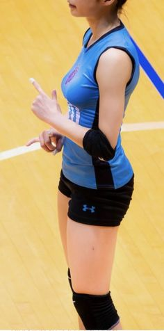 Volleyball Outfits, Volleyball Shorts, Volleyball Pictures, Cheer Pictures, Female Volleyball Players, Women Volleyball, Volleyball Setter, Poses References, Cute Japanese Girl