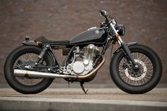 Brilliant Picture of Yamaha Bobber. The Yamaha and are single-cylinder, air-cooled, two-passenger motorcycles manufactured in Japan by Yamaha Motor Company as a street versio. Yamaha 125, Yamaha Xs650 For Sale, Yamaha Sr400, Bobber Custom, Custom Cafe Racer, Custom Bikes, Cafe Racer Moto, Cafe Racer Bikes, Cafe Racers