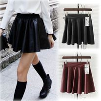 Cute & Sexy High waist skater skirt in faux leather. Perfect with a chunky sweater and boots!
