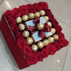 Ferrero Rocher flower box - Sites new Flower Box Gift, Flower Boxes, Gift Flowers, Valentines Flowers, Valentines Diy, Chocolate Flowers Bouquet, Bouquet Flowers, Candy Bouquet, Candy Gifts