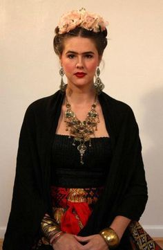 Freida kahlo Halloween costume for all those art lovers out there