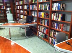 The library at the Ronald McDonald Family Room at Nemours/Alfred I. duPont Hospital for Children is chock full of great books for families to enjoy! Families also enjoy the libraray's six computers with internet access, printer, and copy/fax machine.